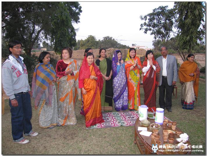 團員穿的是當地的傳統服式-紗麗