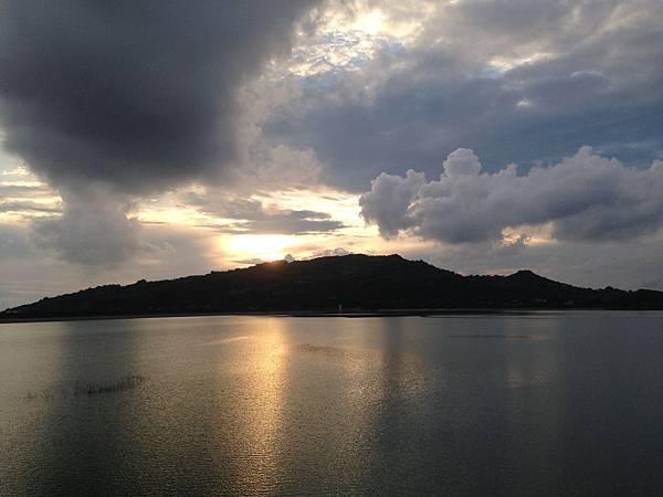 小崗山-下午黃昏美麗景色~~猜猜看~它的型狀像什麼?