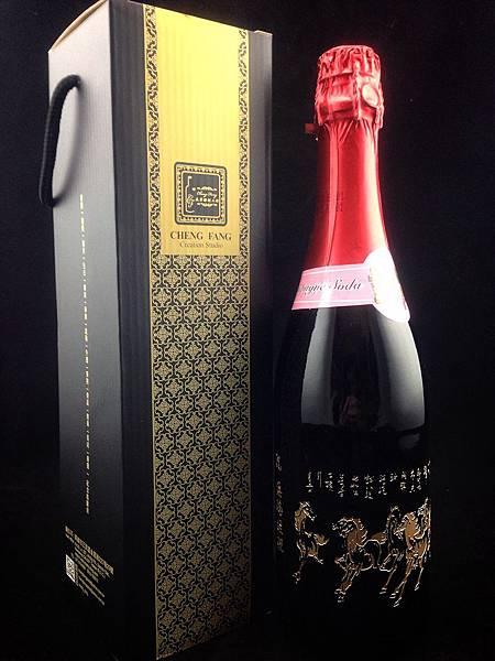 感恩 黑貓宅配訂購八駿馬360度環繞雕刻香檳