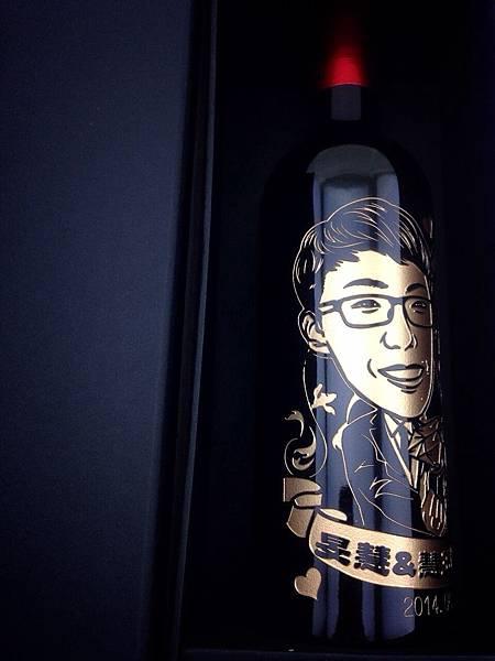 成芳酒瓶雕刻工坊 祝賀 天緣巧合‧金石同心‧