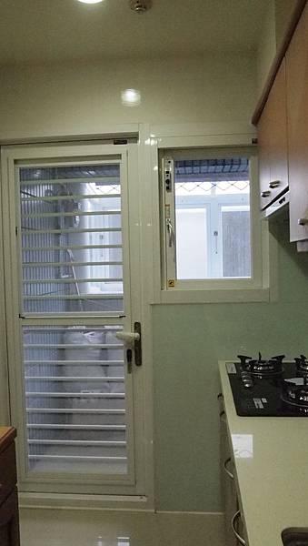 正新大和器廚房三合一通風門+PL310推開隔音窗