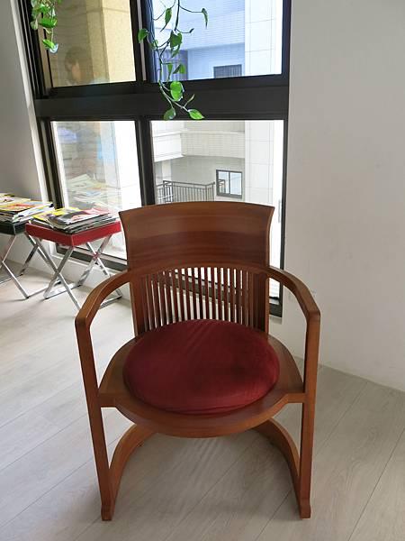 建築大師萊特的酒桶椅