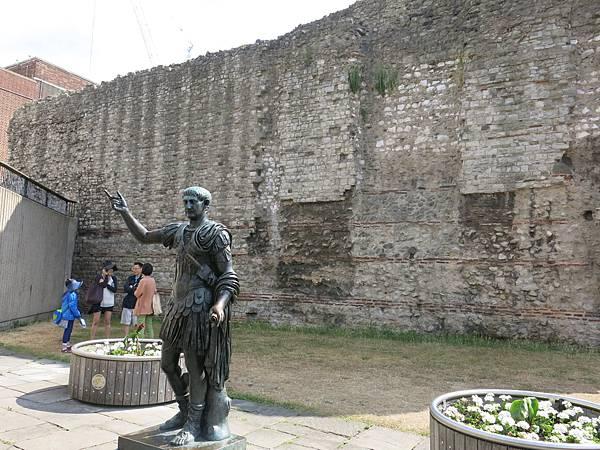 〈不花錢的倫敦〉古羅馬城牆-成寒