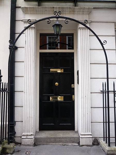 〈不花錢的倫敦〉喬治王風格大門-成寒