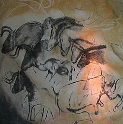 Paintings_from_the_Chauvet_cave_(museum_replica).jpg