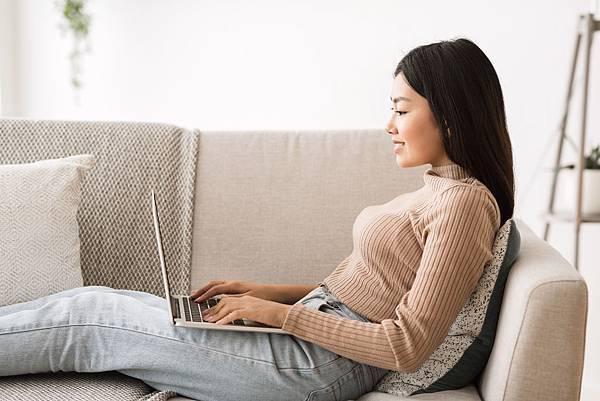 asian-freelancer-girl-working-online-on-laptop-J4BH3DL.jpg
