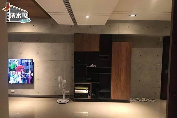 板模線孔清水模 電視牆3