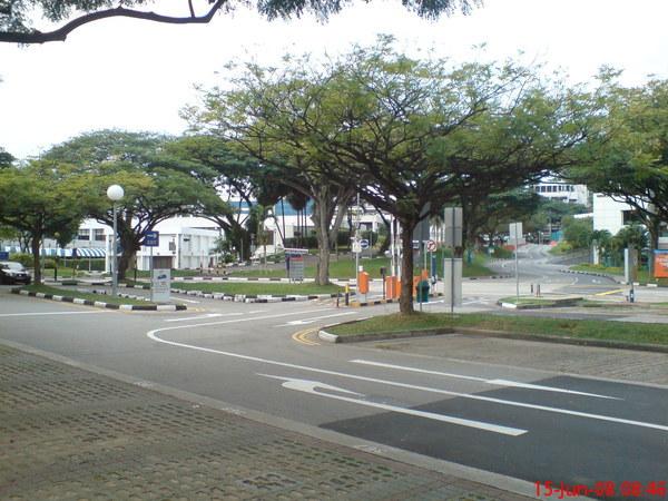 學校一角的停車場