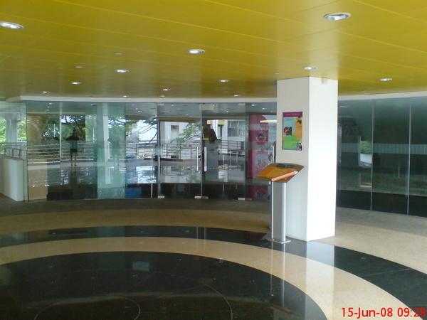 圖書館大門