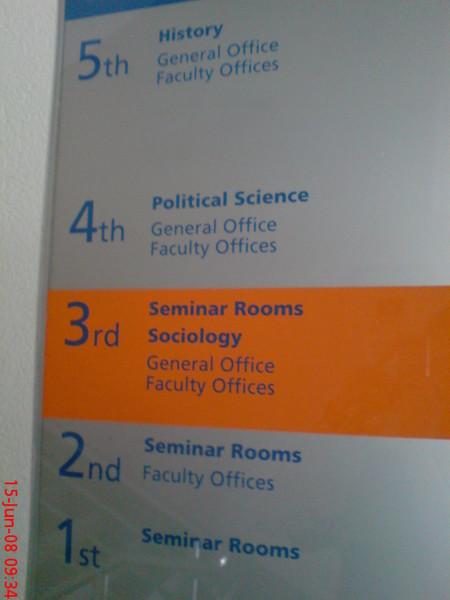 政治系在四樓