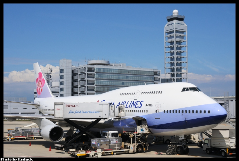 China Airlines B747-409(B-18251)@KIX_1(2)_20110913.jpg