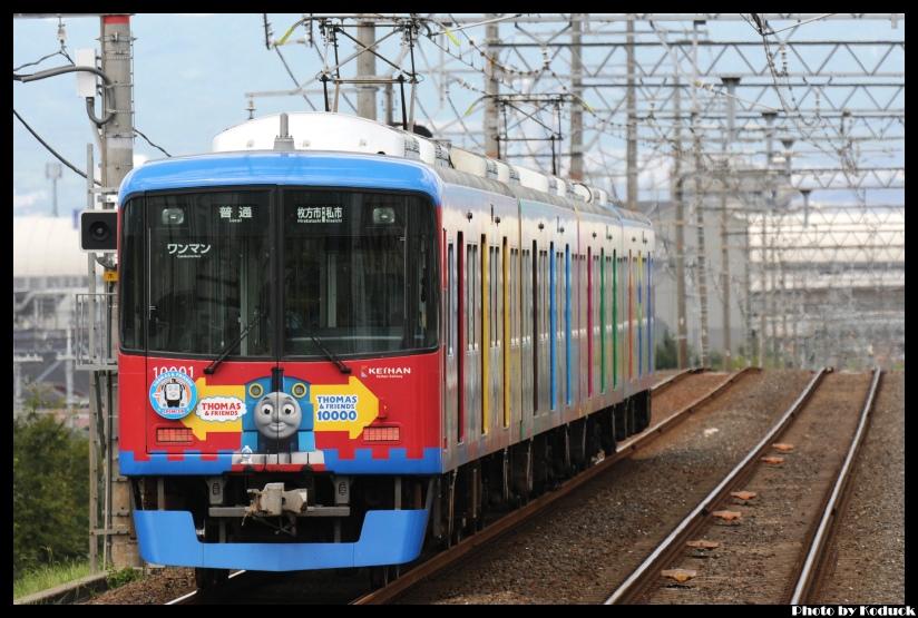 京阪10000系電車(湯瑪士列車)@交野線_1(2)_20110912.jpg