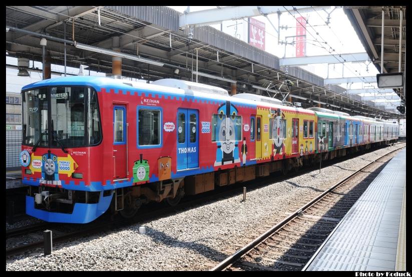 京阪10000系電車(湯瑪士列車)@枚方市站_9(2)_20110912.jpg
