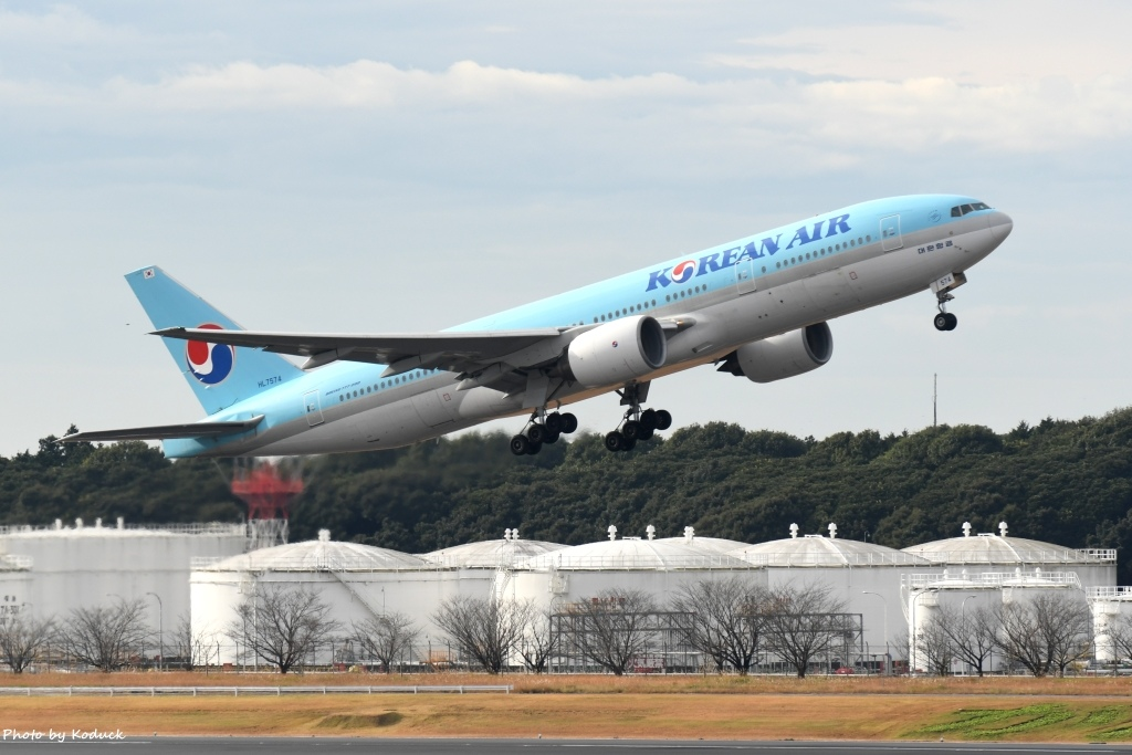 Korean Airlines  B777-2B5(ER)(HL7574)@NRT_1_20161128.jpg