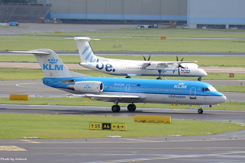 KLM Cityhopper Fokker F70(PH-KZM)@AMS_1_20140818.jpg