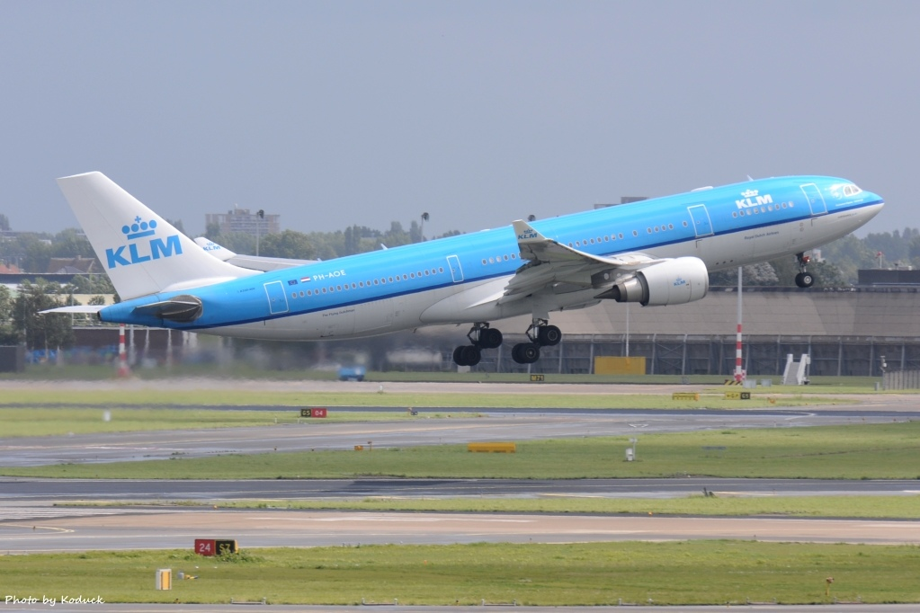 KLM Royal Dutch Airlines A330-203(PH-AOE)@AMS_1_20140818.jpg