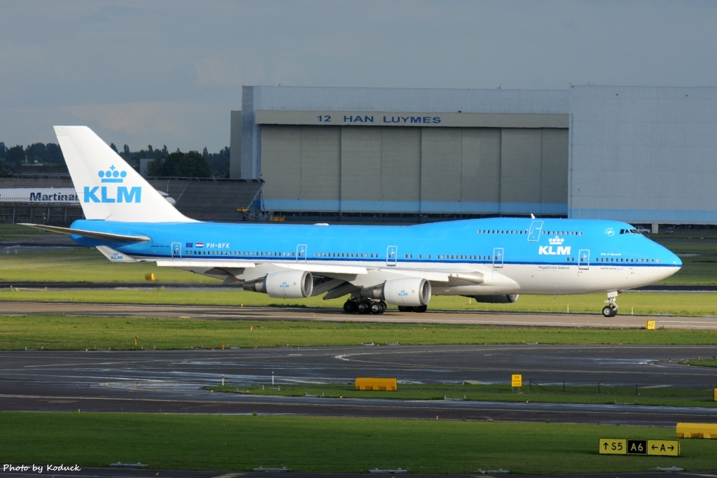 KLM Royal Dutch Airlines B747-406(M)(PH-BFK)@AMS_1_20140819.jpg