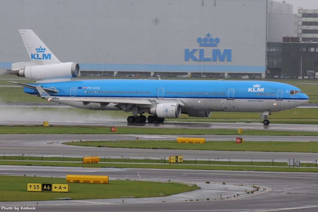 KLM Royal Dutch Airlines McDonnell Douglas MD-11(PH-KCA)@AMS_1_20140818.jpg