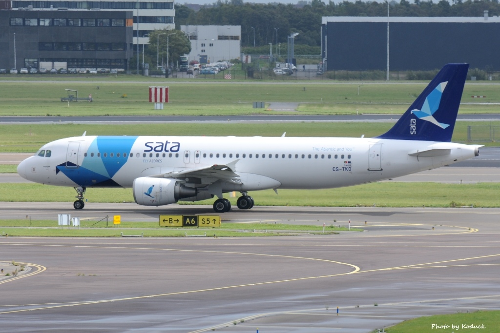 SATA International A320-214(CS-TKO)@AMS_2_20140818.jpg
