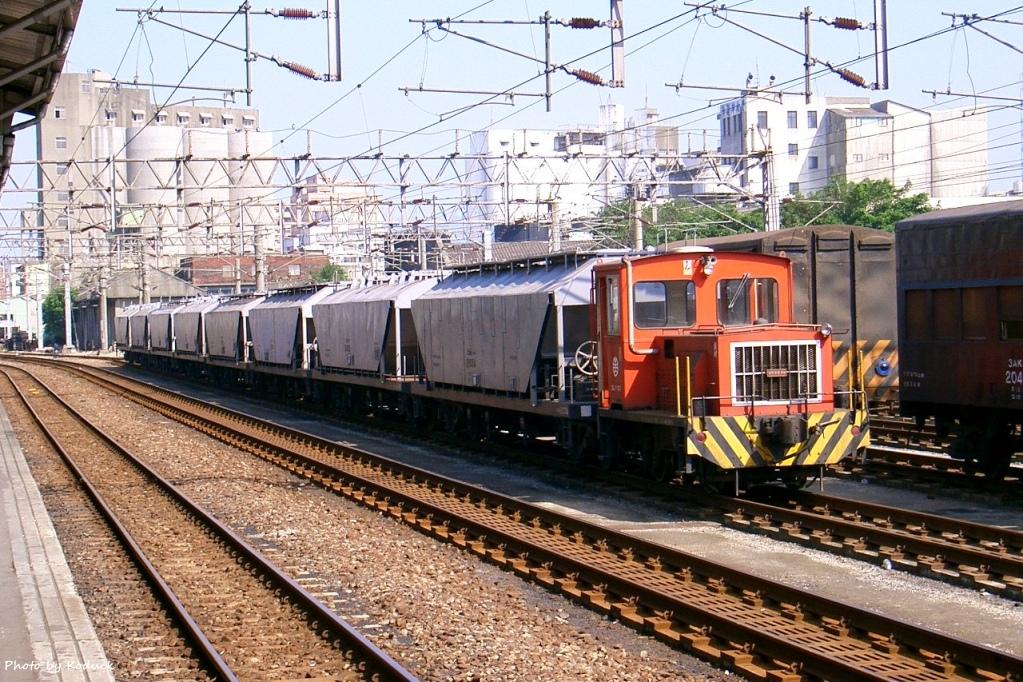 林口線貨列(0K_桃園站內林口線貨列)_1_2004.JPG