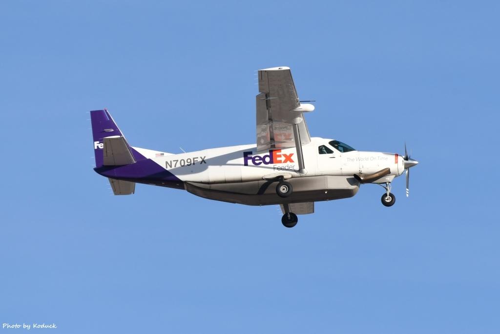 FedEx Cessna 208B Super Cargomaster(N709FX)@PHX_1_20180321.jpg