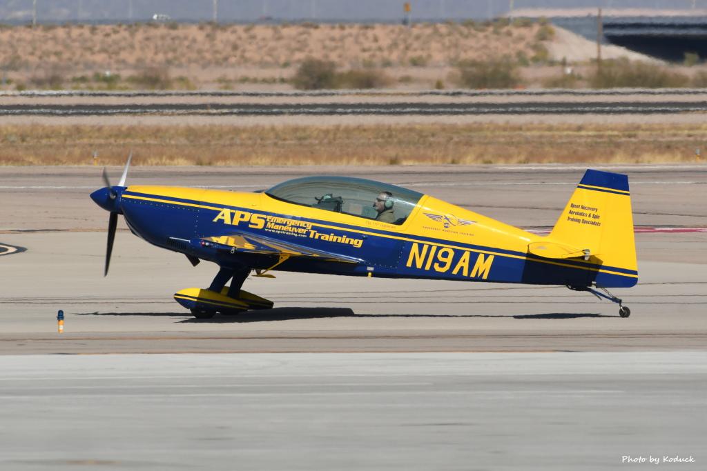 Extra EA-300L(N19AM)@AZA_20180319.JPG