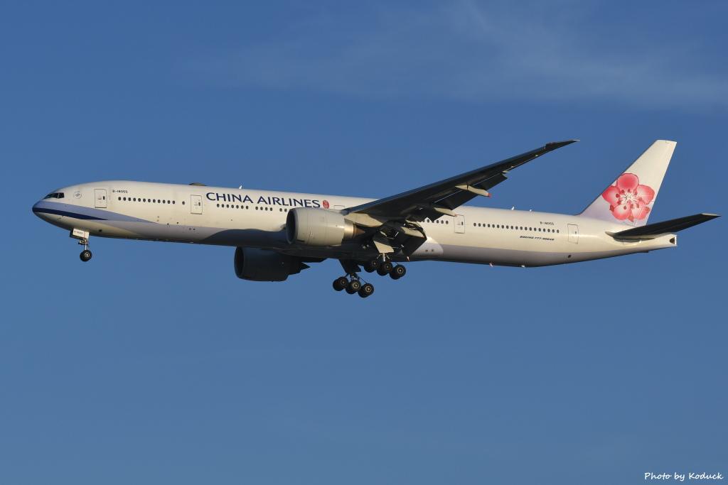 China Airlines B777-309(ER)(B-18055)@RCTP_1_20190806.JPG