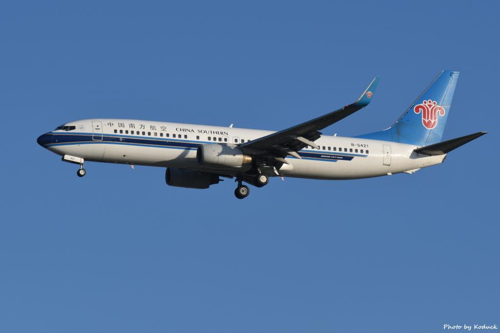 China Southern Airlines B737-81B(WL)(B-5421)@RCTP_1_20190806.JPG