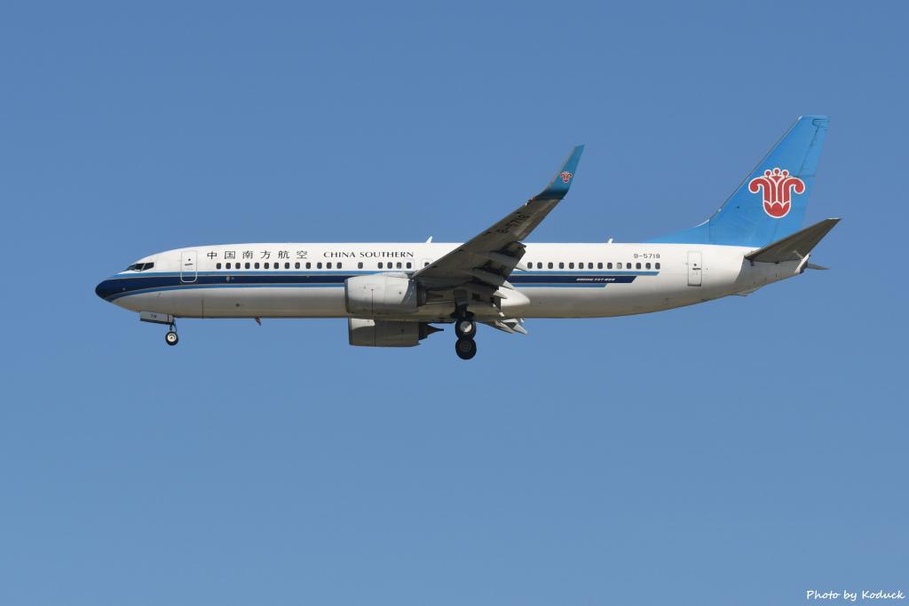 China Southern Airlines B737-81B(WL)(B-5718)@RCTP_1_20190806.JPG