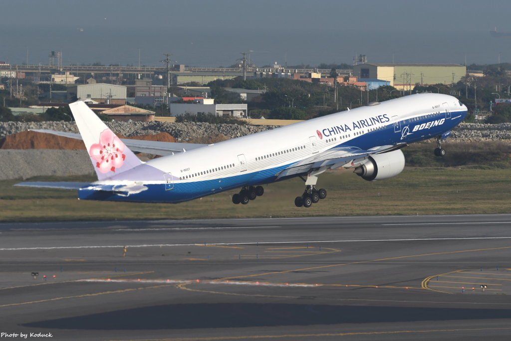China Airlines Boeing 777-309(ER)(B-18007)@RCTP_1_20200103.JPG