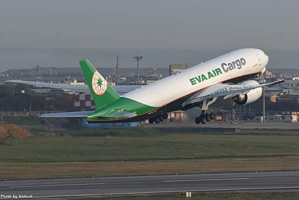 EVA Airways Boeing 777-F5E(B-16782)@RCTP_2_20200103.JPG