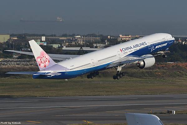 China Airlines Boeing 777-309(ER)(B-18007)@RCTP_2_20200103.JPG