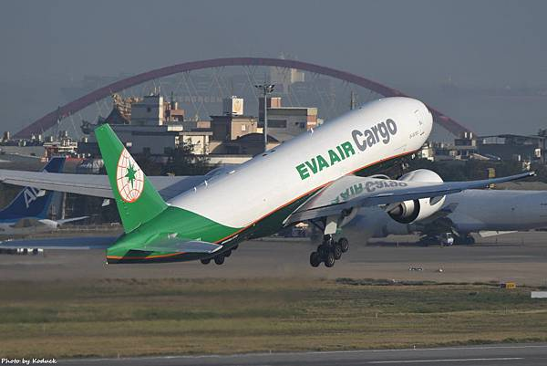EVA Airways Boeing 777-F5E(B-16785)@RCTP_1_20200103.JPG