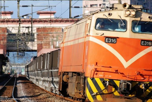 羅東站南801次貨列_1(2)_20091224.jpg