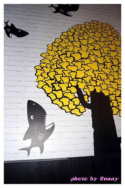 鯊魚咬土司1.jpg