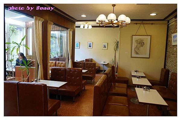 IWATA Cafe5.jpg