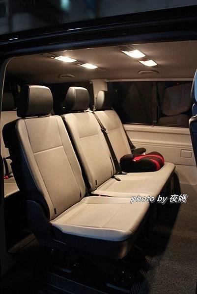 漢聲租車機場接送福斯T6九人座兒童增高墊