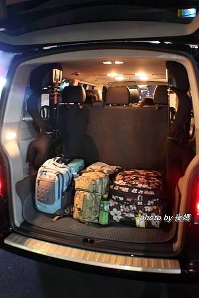 漢聲租車機場接送T6福斯九人座行李廂空間