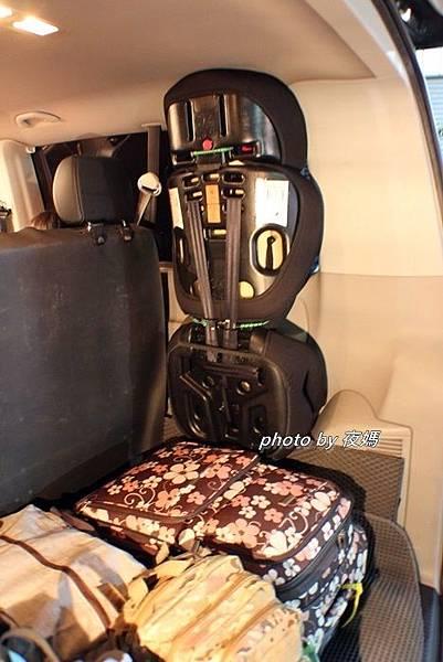 漢聲租車機場接送T6福斯九人座行李廂空間安全座椅