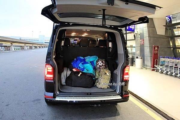 九人座行李廂空間
