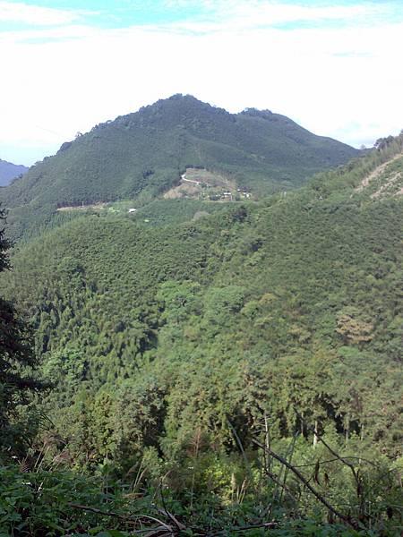 扇子排山-谷亮露營區遠距.jpg