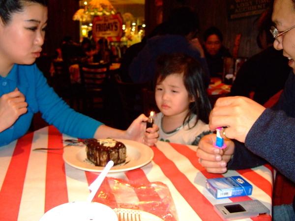 005*若有所思,嫌蛋糕小嗎?