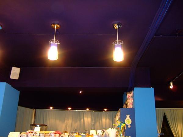 深藍色的天花板