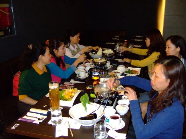 大姐們豐盛的餐點~挖齁齁~~!!!