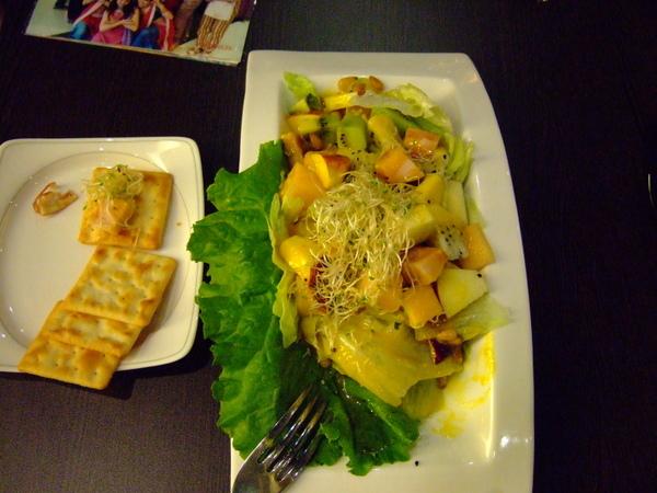 健康的生菜沙拉!!好養生喔!!