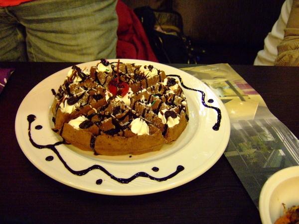 大家合點的巧克力藍莓鬆餅~好吃~!!