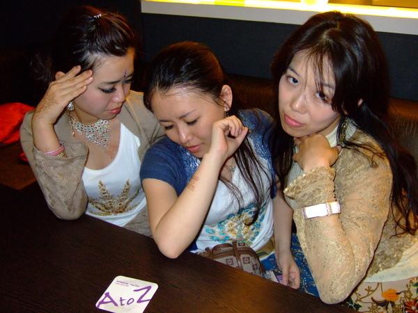 繼續作做裝憂鬱三人組....(有沒有發現我在秀我的新手環?)