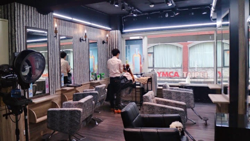 a hair salon 店內2_结果.png
