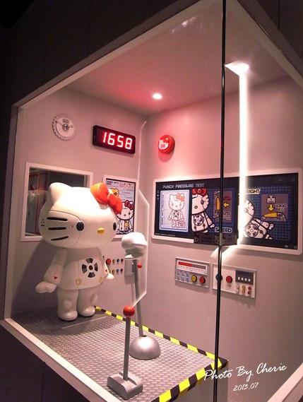 201307ROBOT KITTY互動展016.jpg