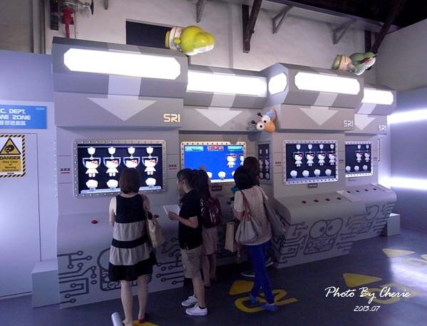 201307ROBOT KITTY互動展023.jpg